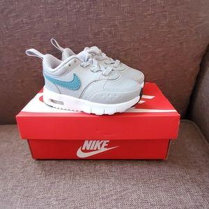Nwt Nike Air Max size 5c